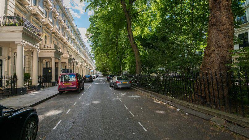 Explore Luxury London on Foot